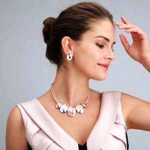 Beautiful two-tone short fitting necklace costume jewellery set