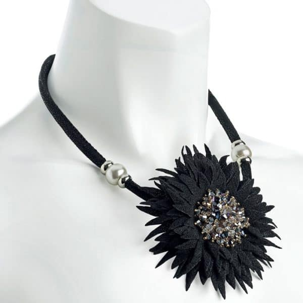 Fashion jewellery black tone crystal glass bead flower design cord necklace