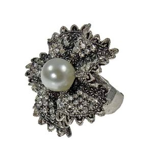Large women's diamante pearl style stone ring