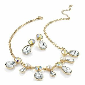 Eye catching fashion chic diamante and faux pearl gold costume jewellery set